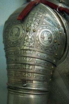 Detalle de fino grabado de una armadura Italiana.(Detail engraving of a fine Italian armor).