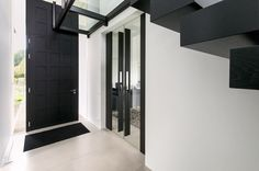Double glass and wood pivot doors by dutch company houtz doors