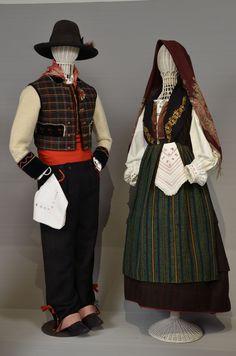 Costumi popolari ottocenteschi (Aviano) al Museo Etnografico del Friuli. Marrakesh, Folk Clothing, European Clothing, Folk Costume, Costumes, Ethnic Dress, Trieste, Traditional Outfits, Aviano Italy