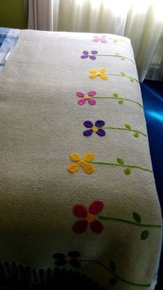 This Pin was discovered by xiu Hand Embroidery Designs, Embroidery Stitches, Embroidery Patterns, Cushion Embroidery, Bed Runner, Bed Covers, Fabric Painting, Embroidered Flowers, Bed Spreads