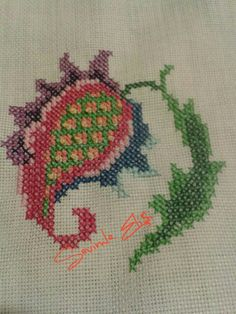 This Pin was discovered by nur Simple Cross Stitch, Cross Stitch Borders, Cross Stitch Flowers, Cross Stitch Designs, Cross Stitch Patterns, Russian Embroidery, Folk Embroidery, Cross Stitch Embroidery, Embroidery Patterns