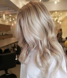 Beautiful cool blonde by Ash Blonde Balayage americansalon Beautiful blon blonde Cool hairbyrachface Ash Blonde Balayage, Blonde Hair With Highlights, Hair Color Balayage, Blonde Color, Ombre Hair, Bright Highlights, Babylights Blonde, Blonde Foils, Blonde Hair With Roots