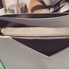 Dado-Crea sur Instagram: #travailduweekend #dadocrea #leather #cuir #bag #sacôtin #lamerceriedescreateurs #confinement #lovemyjob #madeinswitzerland