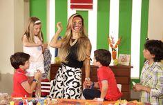 Isabela jugando con los niños