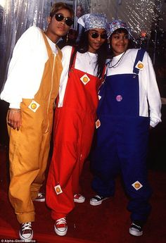 TLC rocking overalls and condoms back in the 90s Hip Hop Outfits, Throwback Outfits, Cute Outfits, Trendy Outfits, Look Hip Hop, Style Hip Hop, 2000s Fashion, Hip Hop Fashion, Fashion Outfits
