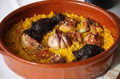 Diferentes variantes de la sabrosa y fácil receta de arroz al horno procedente de la tradición valenciana la cual aprovecha los restos de un cocido.