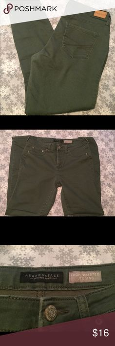 Forest Green Women's High Wasted Jeggins Beautiful fall color! Worn a few times, no rips or tears, no discoloration. Aeropostale Jeans Skinny