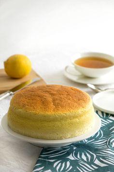 La recette de cheesecake japonais Desserts Japonais, Coffee Dessert, Flan, Cheesecakes, Sweet Recipes, Coffee Shop, Mousse, Panna Cotta, Biscuits