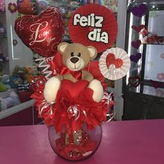 Valentines Day Baskets, Valentine Bouquet, Valentines Balloons, Cute Valentines Day Gifts, Valentines Day Decorations, Valentine Crafts, Candy Bouquet Diy, Valentine's Day Gift Baskets, Flower Box Gift