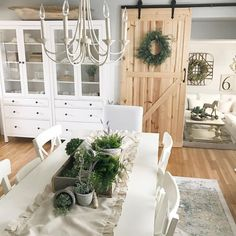 Adorable 80 Lasting Farmhouse Dining Room Makeover Decor Ideas https://decorecor.com/80-lasting-farmhouse-dining-room-makeover-decor-ideas
