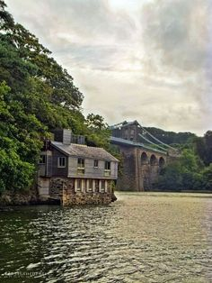 Wales Travel Inspiration - Menai Bridge, Isle of Anglesey, North Wales Cool Places To Visit, Places To Travel, Places To Go, Wales Uk, North Wales, Anglesey Wales, Home Modern, Snowdonia, England And Scotland