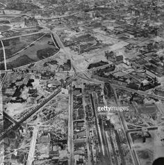 Das zerstörte Gelände um den PotsdamerPlatz : links die mit Bäumenbestandene Potsdamer Strasse, unten MittePotsdamer Bahnhof, links obenReichstagsgebäude und Brandenburger TorLUFTAUFNAHME- 1954