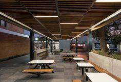 Mobiliario: Urbana Cúbica Arquitectura; TASA Fotografía: Fábrica de Arquitectura Cafetería ITESO.