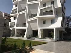 Sanjay Puri Architects have designed Ishatvam a 15 storey residential building in Ranchi, India, that features uniquely shaped private outdoor spaces for each apartment. Folding Architecture, Facade Architecture, Apartment Plans, Apartment Design, Residential Building Design, Tower Design, High Rise Building, Construction, Beautiful Buildings