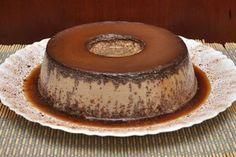 A Receita de Pudim de Ovomaltine é prática e deliciosa. Basta você bater todos os ingredientes, despejar em uma forma de buraco central previamente caramel