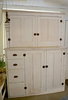 White cupboard love Wow! I love this cupboard too!!! This would be perfect for storing all my Christmas decorations.