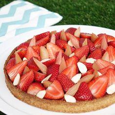 La recette de la tarte fraises et rhubarbe.