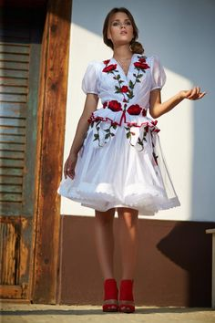 Mint a Mátka Kollekció 2017 - Bélavári Zita Couture Folk Costume, Costumes, Traditional Dresses, Frocks, Fashion Beauty, White Dress, Pretty, Wedding, Vintage