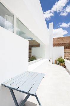 Terraza suelo microcemento / Por fuera casa de pueblo, por dentro loft industrial #hogarhabitssimo #organic #industrial #microcemento