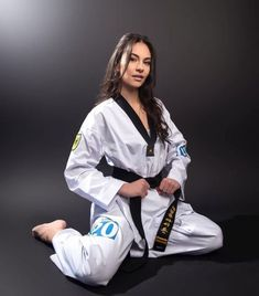 Taekwondo Girl, Martial Arts Workout, Martial Arts Women, Be The Boss, Art Women, Dojo, Boss Lady, Rain Jacket, Windbreaker