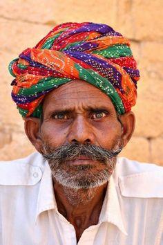 Entertaining tout, Jaisalmer, Rajasthan, India