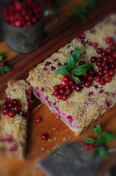 Kakkuviikarin vispailuja!: Puolukka-murupiirakka Pudding, Keto, Bread, Desserts, Food, Kite, Mascarpone, Tailgate Desserts, Deserts