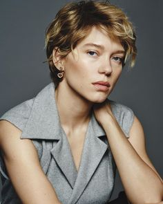 Lea Seydoux Style, Androgynous Hair, Body Poses, French Actress, Famous Models, True Beauty, Brown Hair, Actors & Actresses, My Hair