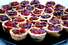 Mini pork pies topped with cranberry sauce make great canapes at a drinks party as they are surprisingly light but absolutely moreish. Pork Pie Recipe, Pie Recipes, Cooking Recipes, Cranberry Pie, Pie Tops, Canapes, Party Drinks, Lunch, Entertaining