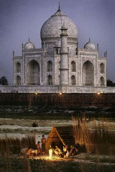 I don't like truth, ...EASTERN design office - Taj mahal, feel as if they have the whole world /...