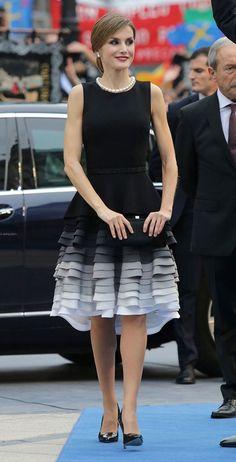 vestido tons degrade cinza e preto - princesa Letizia da Espanha