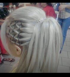 Genius idea for a ponytail! Must try