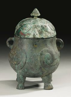 A RARE ARCHAIC BRONZE 'DOUBLE OWL' RITUAL FOOD VESSEL (YOU) LATE SHANG DYNASTY, 13TH - 11TH CENTURY BC - Sotheby's