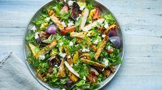 Chicken and greens Halloumi Salad, Chicken Salad, Guacamole, Cobb Salad, Mozzarella, Pineapple, Food And Drink, Ethnic Recipes, Drinks