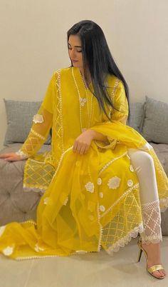 Simple Pakistani Dresses, Pakistani Fashion Casual, Pakistani Bridal Dresses, Pakistani Dress Design, Pakistani Outfits, Indian Fashion, Pakistani Dresses Online, Two Piece Formal Dresses, Formal Dresses With Sleeves