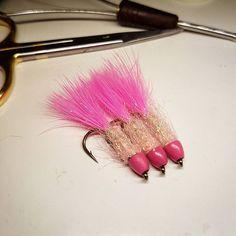 En mä näillä oikeesti kalasta ees 😅 #liitsi #pinkki #perhonsidonta #perhokalastus #flytying #flyfishing #flugfiske #pink #fishing #kalastus #perho #harjus #harr #grayling #taimen #browntrout #örret #kirjolohi #rainbowtrout #kirre