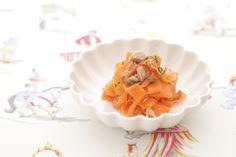 めんつゆで手早くつくれる、ツナと薄切りにんじんのサラダ。/春のおべんとう(「はんど&はあと」2013年4月号)