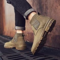 2019 New Men Boots High Quality Genuine Leather Winter Top Fashion Shoes Zapatillas Work - Mens Fashion Winter Boots 2019 Mens Winter Boots Fashion, Mens Snow Boots, Winter Fashion Casual, Mens Fashion Shoes, Men Boots, Best Boots For Men, Best Winter Boots, Winter Shoes, Fashionable Snow Boots