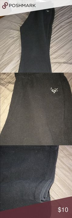 Justice under clothing pants These comfortable compression type pants are great when your kids are playing in the snow on a cold day or being outside or inside on a cold day.                                                                   Never have been worn.                                                                Offers are accepted, reasonable ones will be looked at.       Bundles will be looked at and set at reasonable prices.            Only delivers in U.S.🇱🇷. Justice Pants…