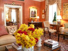 Ellie Cullman and Tracey Winn Pruzan Formal Living Rooms, Living Room Decor, Living Spaces, Exterior Design, Interior And Exterior, Victorian Decor, Drawing Room, Hue, Table Settings
