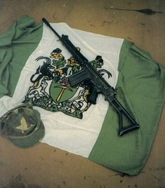 Valor Of Rhodesia's Selous Scouts – Return Of Kings Military Insignia, Military Art, Military History, Military Uniforms, Gundam Wallpapers, Battle Rifle, Kendo, My Heritage, Special Forces