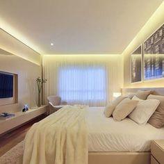 #mulpix Projeto belíssimo para quarto de casal  Destaque para o painel da TV e cabeceira da cama em laca.  Reprodução/Pinterest