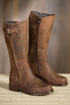 Prepare for winter with our Women's Overland Debra Wool-Lined Leather Boots.