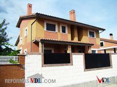 #Casas #Contemporaneo #Exterior #Fachada #Tejado #Ventanas