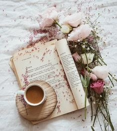 Book and tra flat lay photography ideas Book Aesthetic, Flower Aesthetic, Aesthetic Photo, Aesthetic Pictures, Flat Lay Photography, Coffee Photography, Morning Photography, Photography Ideas, Coffee And Books
