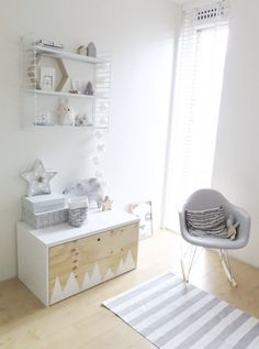A few months ago I wrote a post about the IKEA hack with a commode for our nursery. You can read it here. Besides the commode we also wanted a little closet/storage bench for toys…