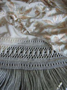 Resultado de imagen de ENREJAO MANTONES Silk Shawl, Embroidery Art, Knots, Knitting, Lace, Shawls, Towels, Flamenco Dresses, Embroidered Bag