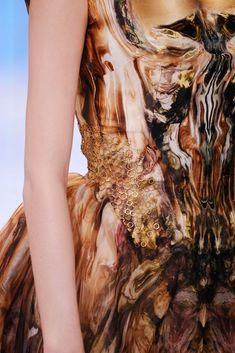 Alexander McQueen Spring 2010 Ready-to-Wear Accessories Photos - Vogue Fashion Art, High Fashion, Fashion Show, Fashion Design, Alexander Mcqueen, Moda Animal, Vogue, Alexander The Great, Fabric Manipulation