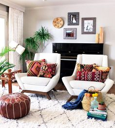 Beautiful room design. I love the throw pillows on the two chairs. A comfortable and livable room. Alysestudios