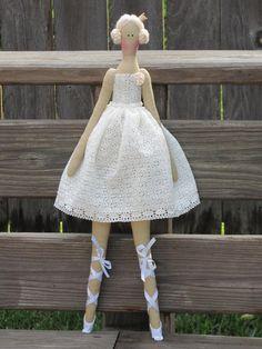 Tissu poupée ballerine Ivoire blanc Poupée par HappyDollsByLesya