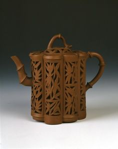 Chinese Yixing ware Kangxi period teapot w/ bamboo design. Chinese Ceramic art - Qing dynasty, Kangxi Period, 1662 - 1722